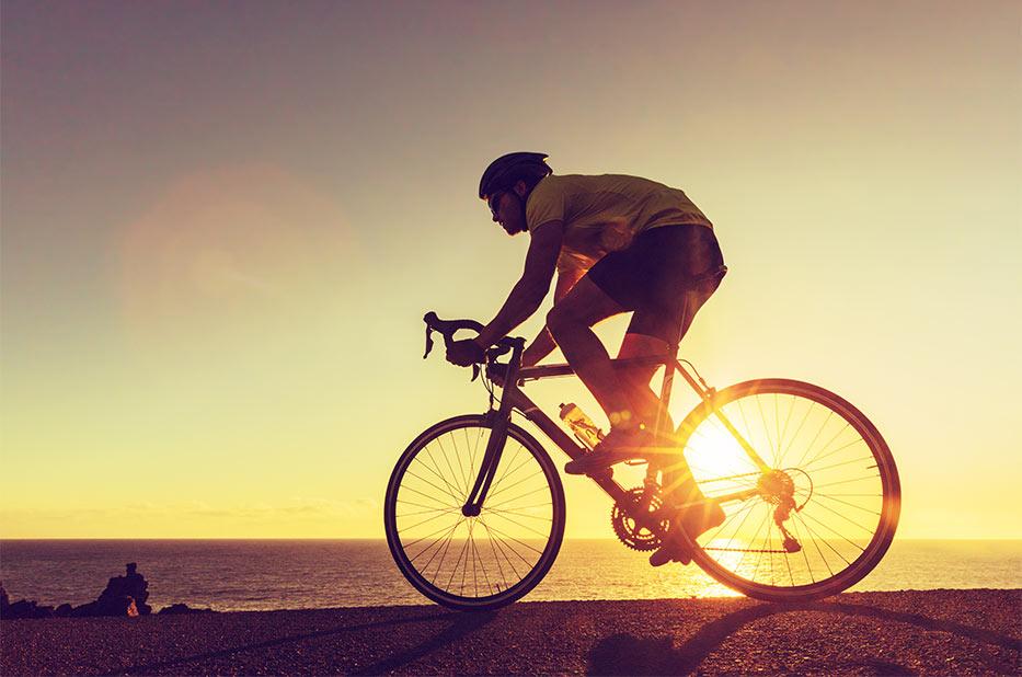 Kolesar na cestnem kolesu